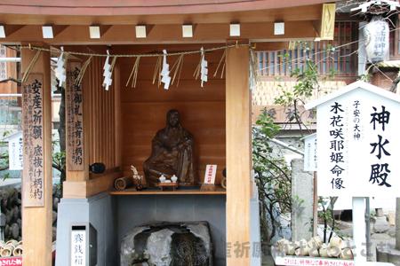 子安神社(八王子)木花開耶姫命像 引きの画